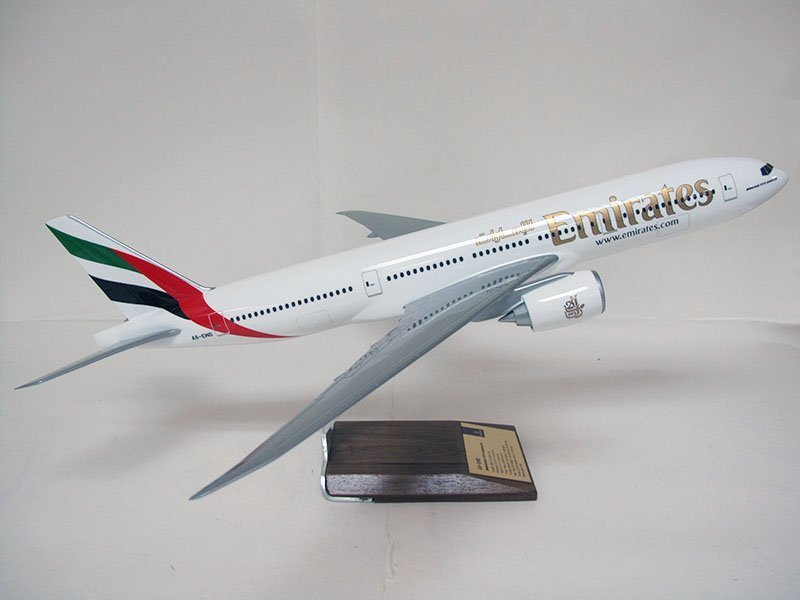 1/100 scale Boeing 777-200LR desktop model