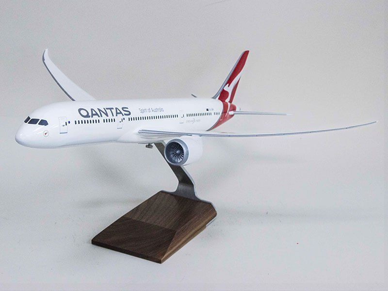 1/100 scale Boeing 787 Dreamliner in Qantas livery