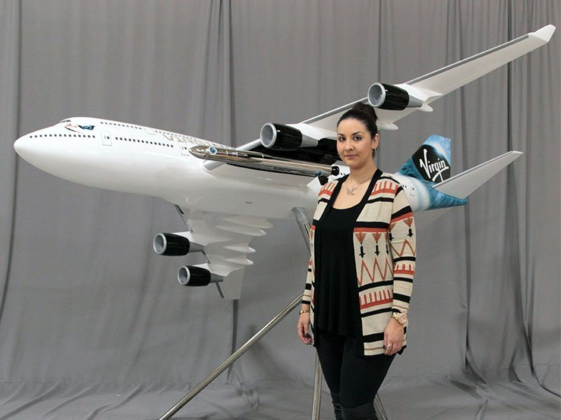 1/25 scale 747-400 exhibit model (measures 9.25' / 2.8m in length)