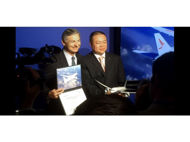 Boeing Commercial Airplanes' president and CEO Ray Conner and Ruili Airlines' chairman Zhanwei Ma announce an order for six Dreamliners. A PacMin desktop model was at the event. / Photo courtesy of ATW Online