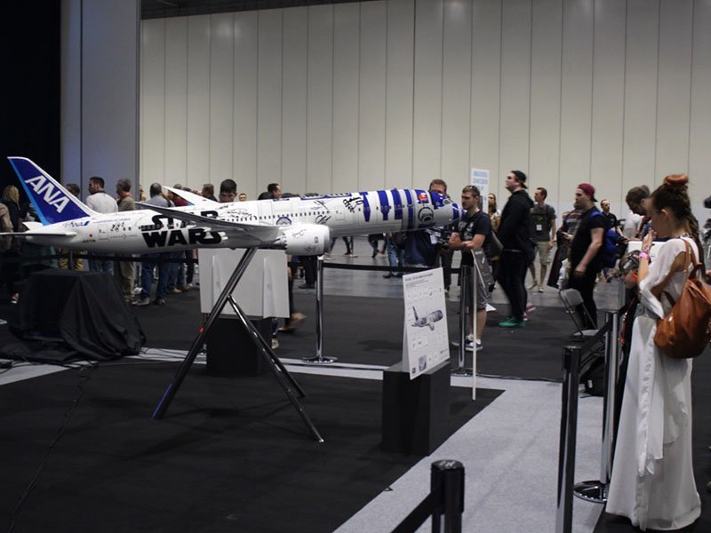 Fans take pictures of the 1/20 scale R2-D2 Star Wars ANA Jet at Star Wars Celebration Europe. / Photo courtesy of PacMin and ANA