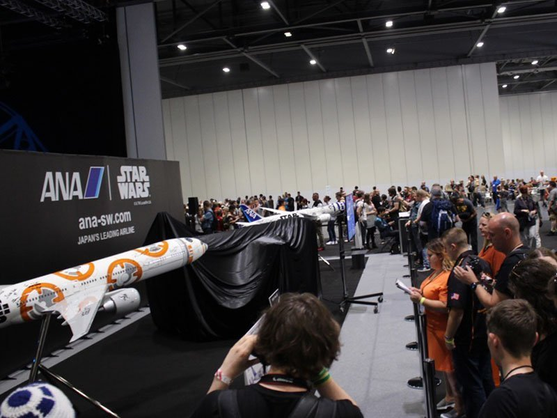 Fans gather around ANA's booth before the unveiling. // Photo courtesy of PacMin and ANA