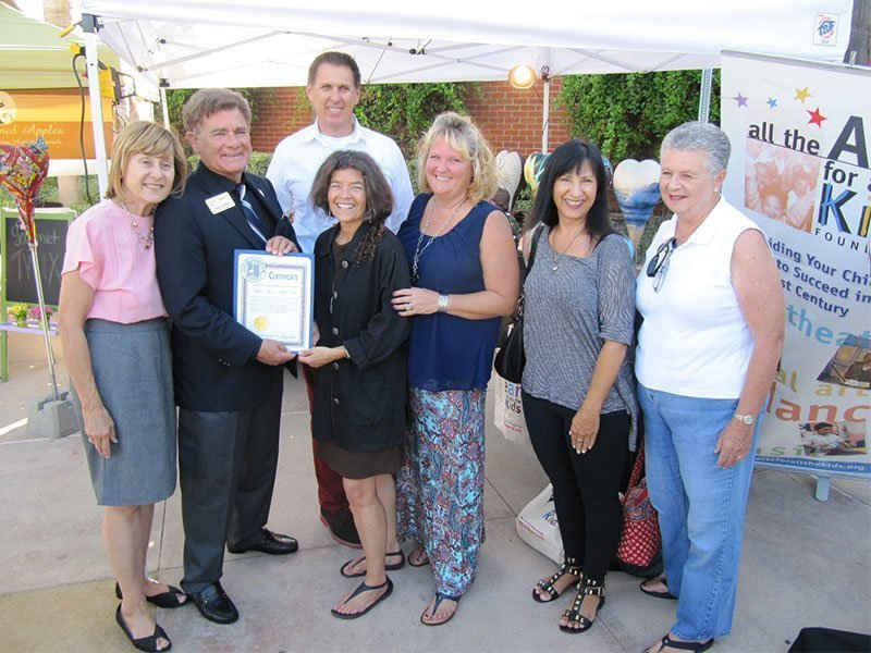 Fullerton Mayor Doug Chaffee also paid a visit and recognized All the Arts for beautifying the city. / Photo courtesy of All the Arts for All the Kids Foundation