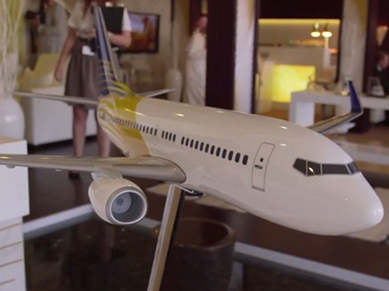 1/40 scale Royal Jet 737-700 exhibit model on display at MEBA. / Photo courtesy of AIN Online