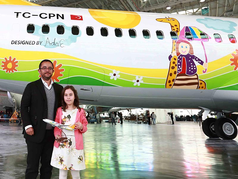 "Pegasus decorates its new 737-800 with the winning drawing from their ""World's Most Wonderful Gift"" competition. // Photo courtesy of Pegasus"