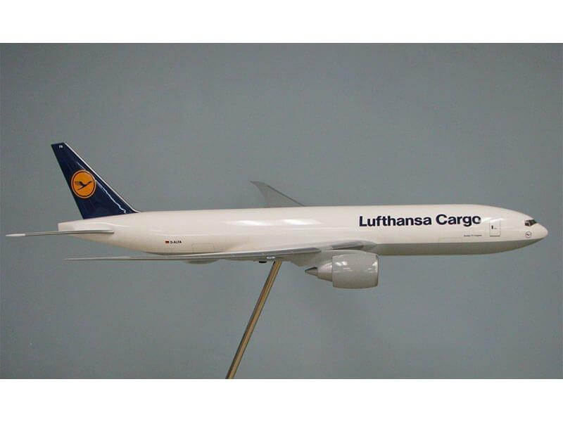 20_777_Lufthansa_Side