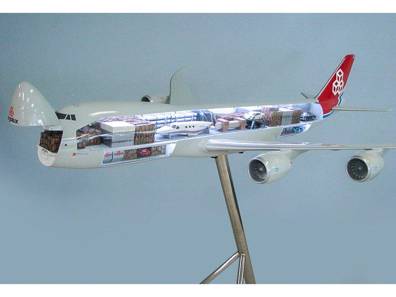 40_747-8F_Cargolux_Cutaway