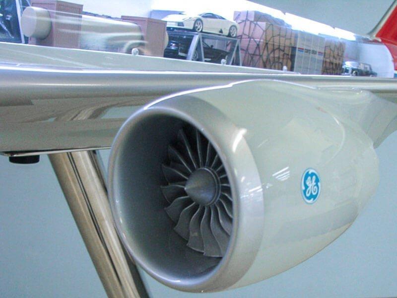 40_747-8F_Cargolux_Cutaway_Engine