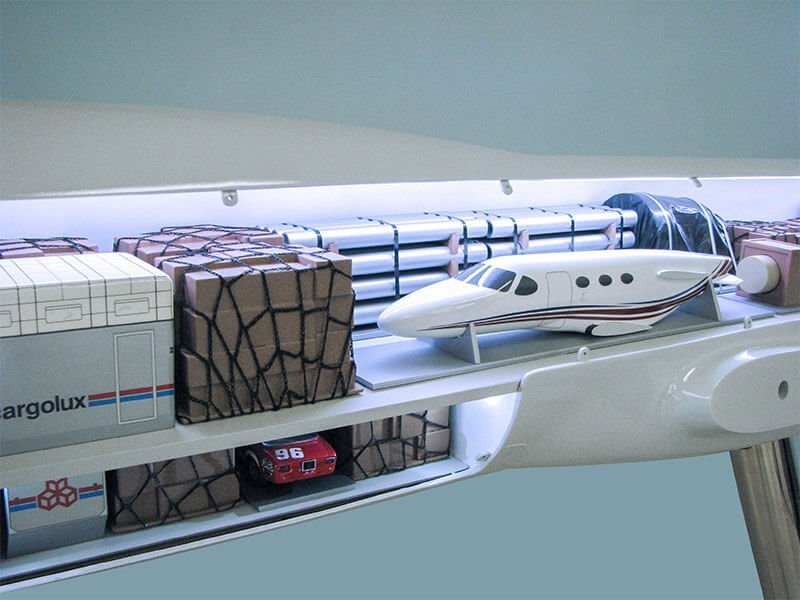 40_747-8F_Cargolux_Cutaway_Interior2
