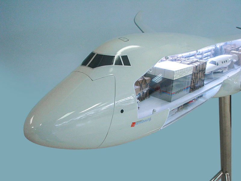 40_747-8F_Cargolux_Cutaway_Nose
