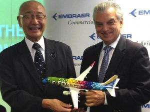 Yohei Suzuki, CEO & Chairman of Fuji Dream Airlines, with Paulo Cesar Silva, President & CEO of Embraer, and 1/72 scale E-175 model. // Photo courtesy of AINOnline