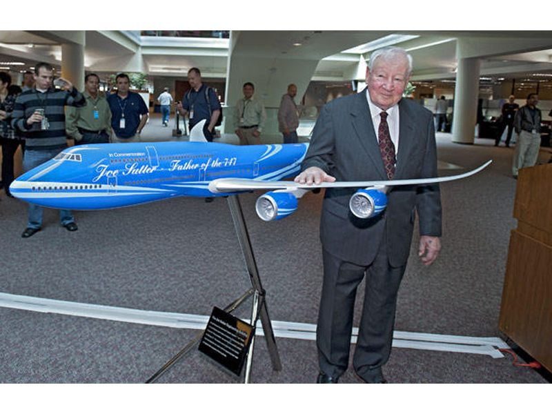 joe-sutter-custom-747-exhibit-model-3