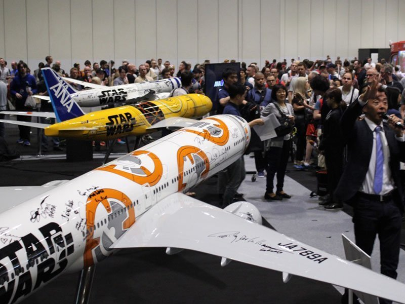 Star Wars Celebration Europe attendees gather around ANA's booth for the unveiling of the airline's newest Star Wars ANA Jet. // Photo courtesy of PacMin and ANA