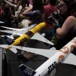 Fans take photos of 1/100 scale Star Wars ANA. // Photo courtesy of PacMin and ANA