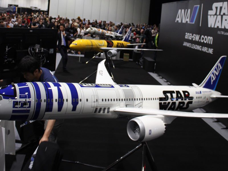 Fans gather around ANA's booth to take photos of the Star Wars ANA Jets. // Photo courtesy of PacMin and ANA