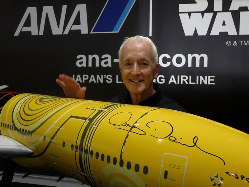 Anthony Daniels, who portrays the droid C-3PO in the Star Wars films, autographed the 1/20 scale PacMin exhibit model of the C-3PO ANA Jet. // Photo courtesy of ANA.
