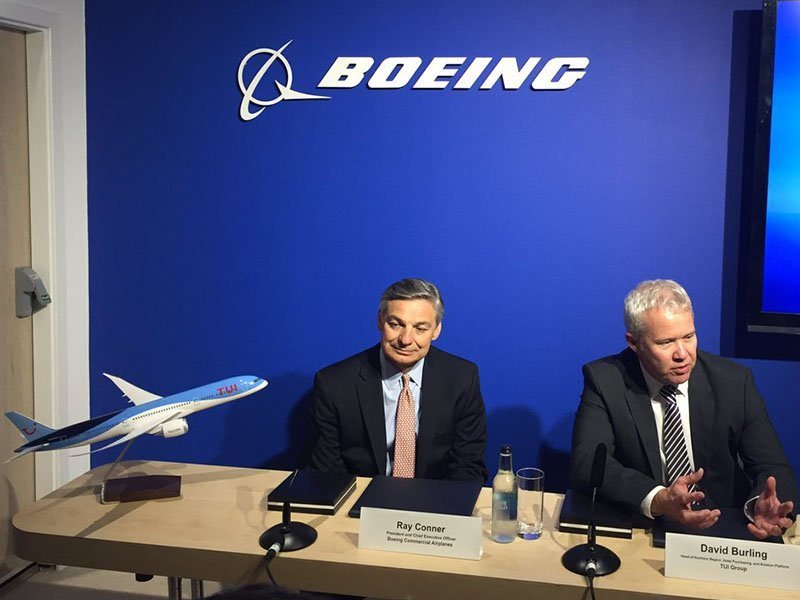 Ray Conner, president and CEO of Boeing Commercial Airplanes, and David Burling, Member of the Executive Board and responsible for TUI Group Airlines, during a press conference at Farnborough 2016. / Photo courtesy of Airways
