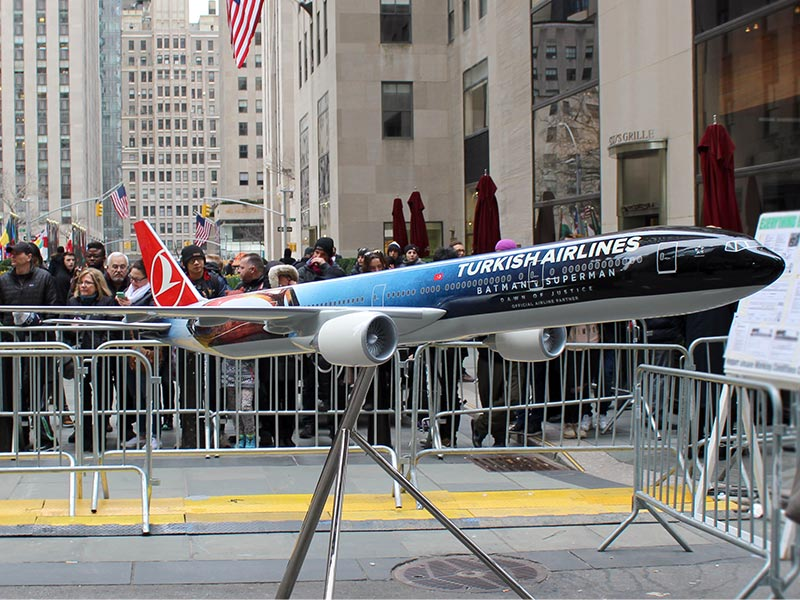 A 1/20 scale 777-300ER Batman v Superman model, stretching over 12 feet (3 m) long, greeted moviegoers at the premiere.